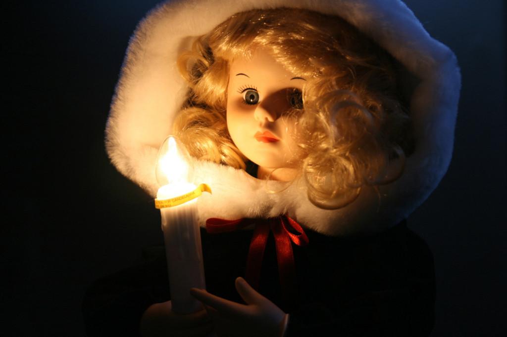 doll white